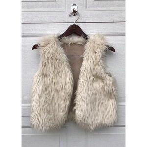 Girl's 4T Fur Vest 🧡
